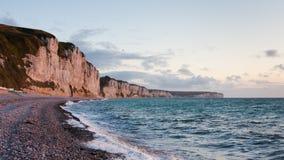 De kust van het noorden van Frankrijk. Zonsondergang Stock Fotografie