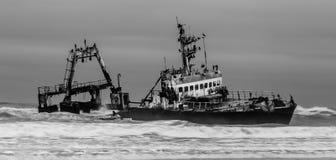 De Kust van het schipbreukskelet stock afbeelding