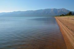 De kust van Meer Baikal, de zomer Royalty-vrije Stock Foto's