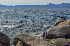 De kust van meertahoe in de winter Royalty-vrije Stock Foto's