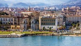 De kust van Palermo in Sicilië, Italië Strandboulevardmening royalty-vrije stock foto