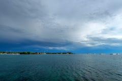 De kust verre mening van het Saonaeiland van water Royalty-vrije Stock Afbeeldingen