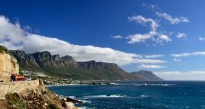 De kust weg kampeert dichtbij Baai, Westelijke Kaap, Zuid-Afrika stock foto's
