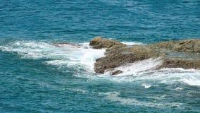 De kustgolven van Indische Oceaan stock footage