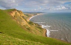 De kustlijn die van Dorset naar de Baai van het Westen kijkt Stock Fotografie