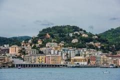De kustlijn en het strand van Genua Stock Foto's