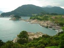 De kustlijn in Hallyeo Haesang NP dichtbij Tongyeong, gyeongsangnam-doet Provincie Stock Foto