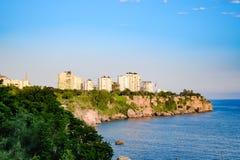 De kustlijn van Antalya, het landschap van stad van Antalya is een mening van de kust en het overzees royalty-vrije stock fotografie