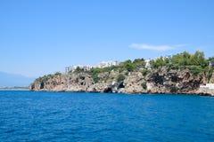 De kustlijn van Antalya, het landschap van stad van Antalya is een mening van de kust en het overzees royalty-vrije stock foto's