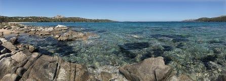 De kustlijn van Bajasardinige - Sardinige - Italië Royalty-vrije Stock Afbeeldingen