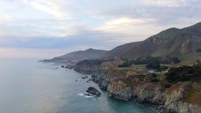 De kustlijn van Californië langs 17 mijlen aandrijvings, luchtmening Stock Foto