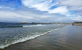 De kustlijn van de Atlantische Oceaan in Porto Stock Afbeelding