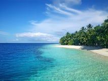 De kustlijn van de Maldiven Stock Foto