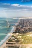 De kustlijn van Doubai van de lucht Stock Fotografie