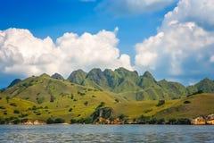 De kustlijn van het Komodoeiland stock afbeelding