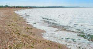 De kustlijn van het overzees van Azov in de Krim royalty-vrije stock afbeelding