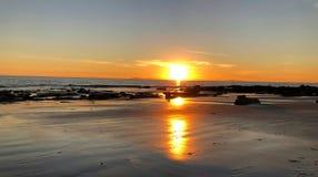 De kustlijn van de Inhamcalifornië van het zonsondergangkristal stock afbeeldingen