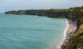 De kustlijn van La Pointe Du Hoc, Normandië Frankrijk stock afbeelding