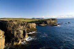 De kustlijn van Yesnaby stock afbeeldingen