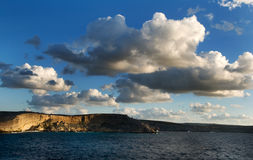 De kustlijnklippen van de avond Royalty-vrije Stock Fotografie