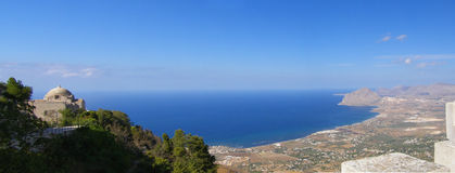 De kustlijnpanorama van Sicilië, Italië Stock Afbeeldingen
