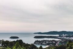 De Kustmening van het Phuketeiland van Kata Viewpoint, Thailand stock foto