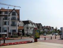 De kusttoevlucht knokke-Heist in Belgische provincie van West-Vlaanderen wordt het gevestigd langs Noordzee Stock Afbeelding