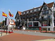 De kusttoevlucht knokke-Heist in Belgische provincie van West-Vlaanderen wordt het gevestigd langs Noordzee Royalty-vrije Stock Afbeelding