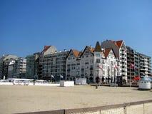 De kusttoevlucht knokke-Heist in Belgische provincie van West-Vlaanderen wordt het gevestigd langs Noordzee Stock Afbeeldingen