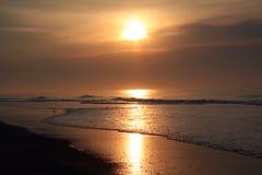 De kustzonsopgang van het oosten stock afbeelding