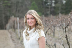 De l'adolescence blond à l'extérieur photo libre de droits