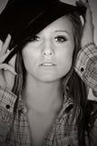 De l'adolescence d'une chevelure de stupéfaction Brown dans le chapeau Photographie stock
