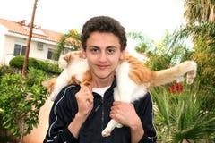 De l'adolescence et chat Photos libres de droits