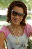 De l'adolescence femelle avec des lunettes de soleil Images libres de droits