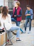 De l'adolescence jaloux et ses amis après conflit Photo libre de droits