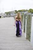 De l'adolescence sur un dock Photographie stock