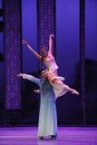 De la ayuda- acto cariñoso en segundo lugar de los eventos del drama-Shawan de la danza del pasado Imagen de archivo libre de regalías