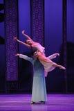 De la ayuda- acto cariñoso en segundo lugar de los eventos del drama-Shawan de la danza del pasado Fotografía de archivo