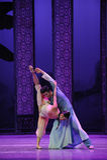 De la ayuda- acto cariñoso en segundo lugar de los eventos del drama-Shawan de la danza del pasado Fotos de archivo libres de regalías
