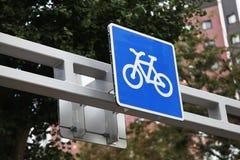 De la bicicleta de la trayectoria de la muestra azul adentro encontrado en Japón imagenes de archivo