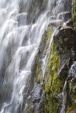 De la cascada cierre para arriba Fotos de archivo