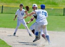 De la corrida béisbol de la High School secundaria abajo - Fotos de archivo