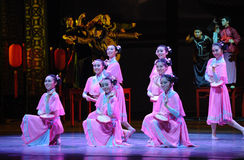 De la criada- el acto rosado primero de los eventos del drama-Shawan de la danza del pasado Imágenes de archivo libres de regalías