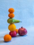 De la fruta de la pirámide todavía de la balanza vida Fotografía de archivo libre de regalías