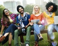 De la jeunesse d'amis d'amitié de technologie concept ensemble Photos libres de droits