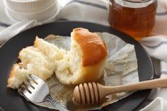 De la miel del pastel de queso suave de los pasteles todavía del postre primer dulce de la vida Imágenes de archivo libres de regalías