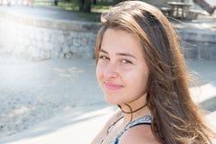 de la mujer del adolescente de la muchacha retrato al aire libre Imágenes de archivo libres de regalías