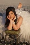De la mujer del vestido del hielo sonrisa leve formal descalzo Imagen de archivo libre de regalías