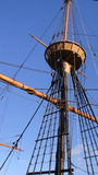De la nave de la mirada posts de madera hacia fuera Foto de archivo libre de regalías
