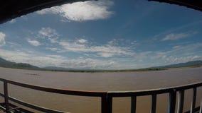 De la nube de la mirada balcón móvil hacia fuera metrajes
